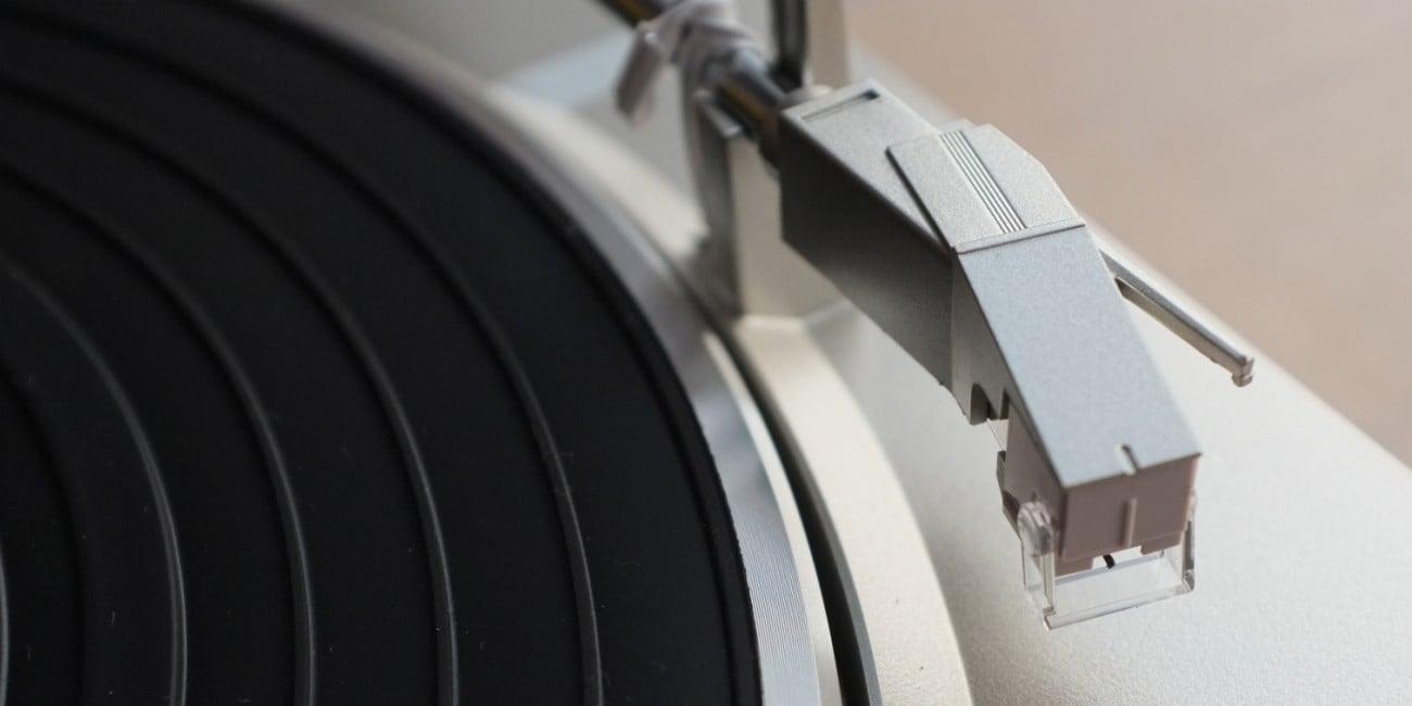 Gramofon Denon DP-29F srebrny