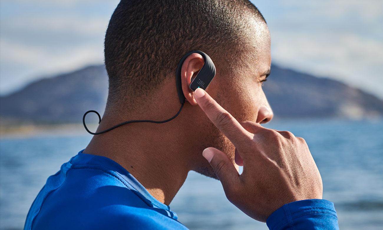 Możliwość prowadzenia rozmów telefonicznych w słuchawkach bezprzewodowych JBL Endurance Sprint