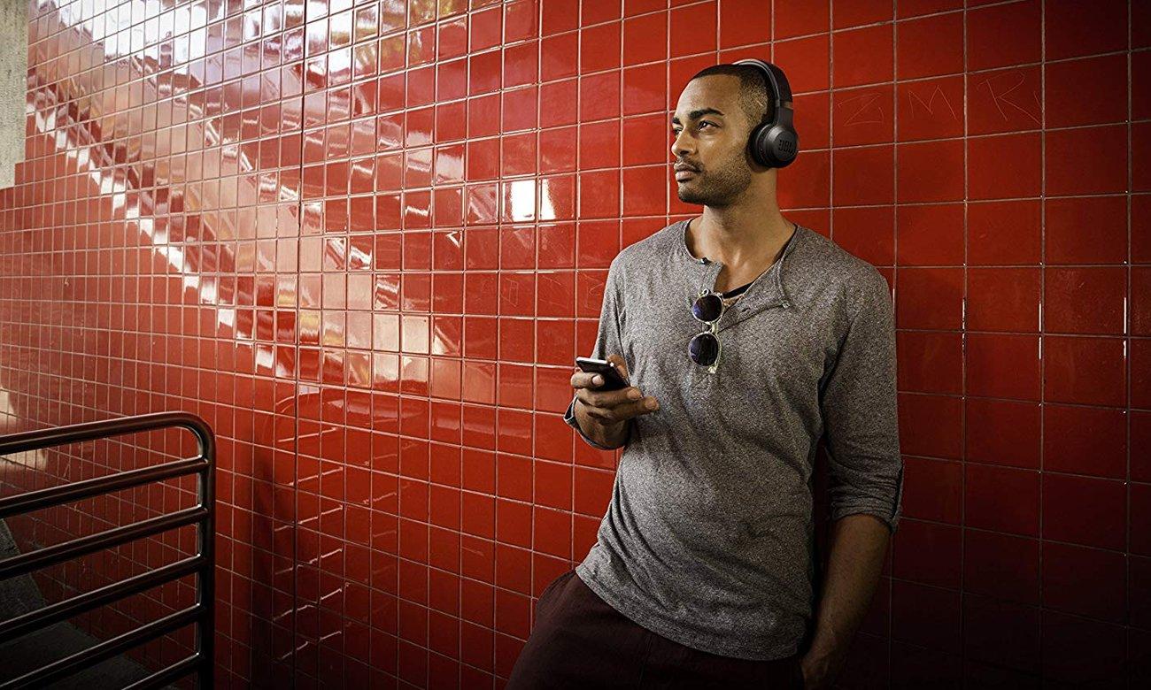 Basowe brzmienie słuchawek bezprzewodowych JBL C45BT