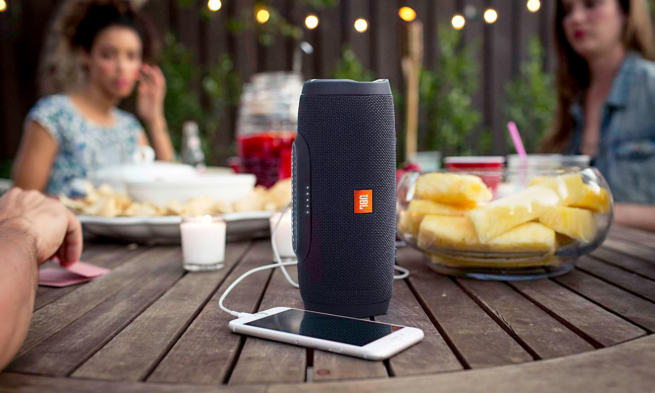 Prowadzenie rozmów dzięki głośnikowi Bluetooth JBL CHARGE 3