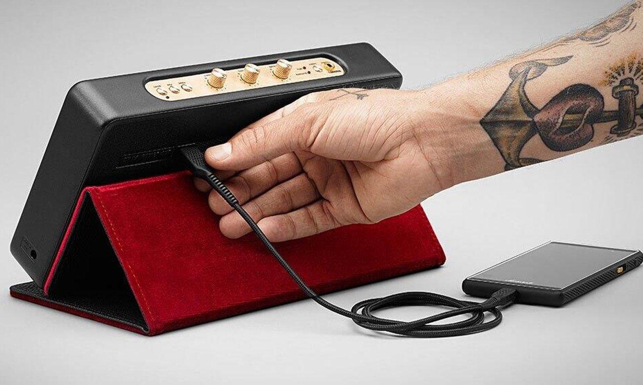 Akumulator i funkcja powerbank w głośniku Marshall STOCKWELLETUIBLK