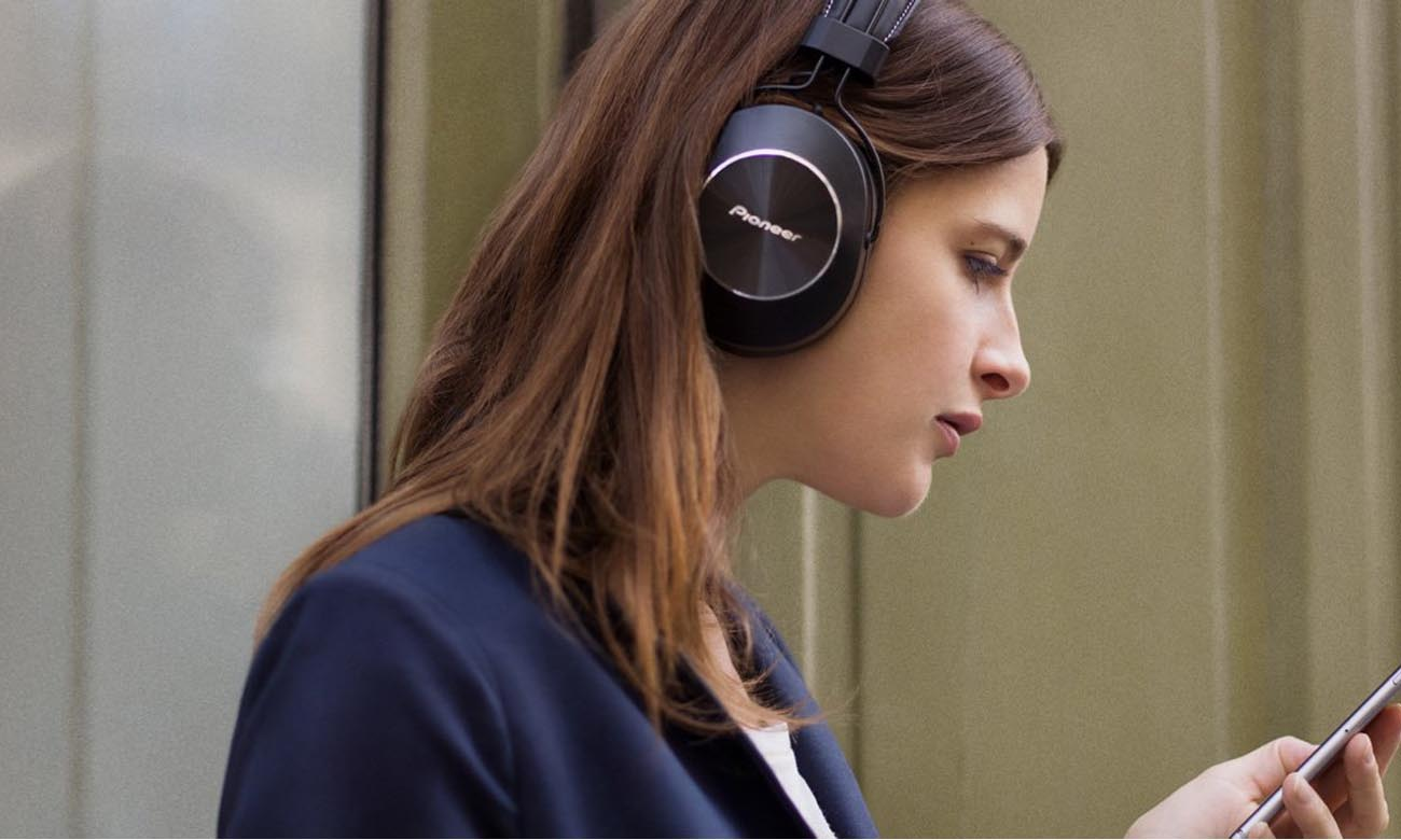 Technologia Bluetooth w słuchawkach Pioneer SE-MS7BT