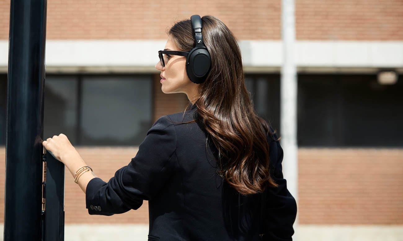 Adaptacyjna redukcja szumów Anti-Wind ANC w słuchawkach PXC 550 II