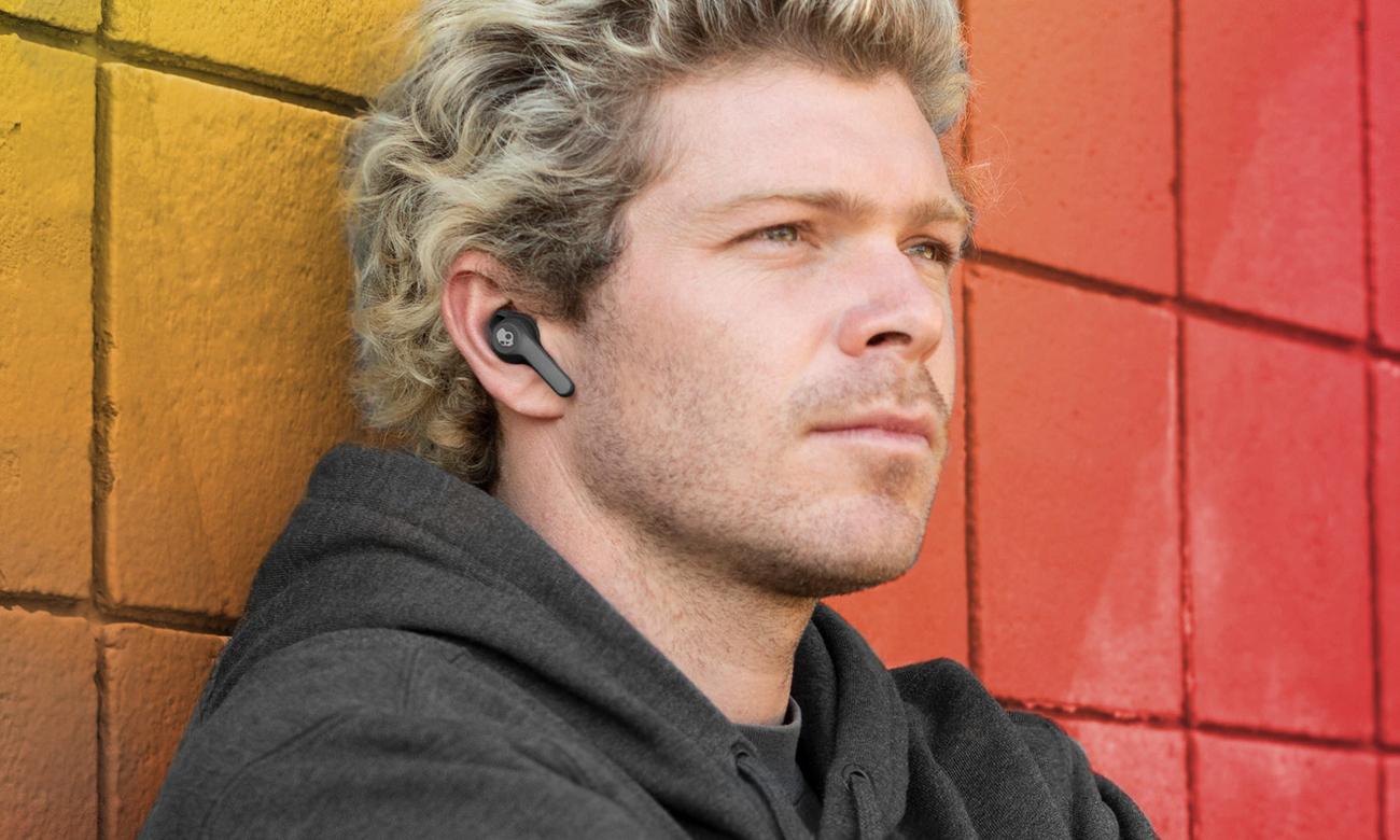 Bezprzewodowe słuchawki dokanałowe z etui ładującym Skullcandy Indy Fuel