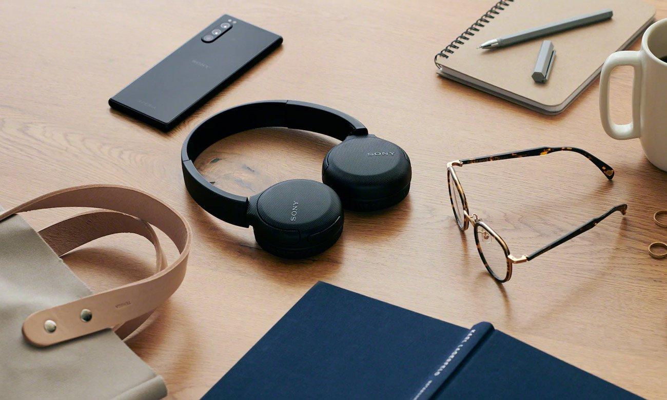 Konstrukcja słuchawek nausznych Sony WH-CH510