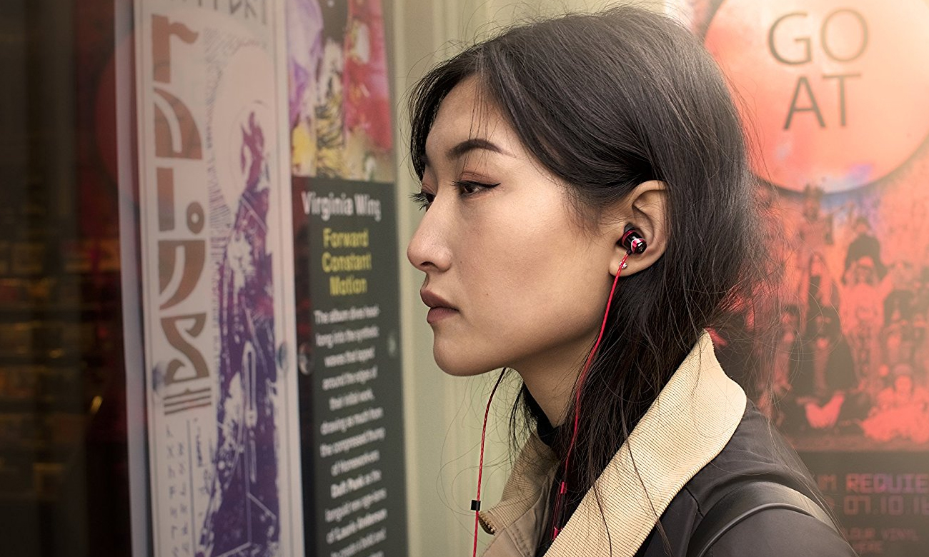 Wygodne słuchawki dokanałowe SoundMagic E10C