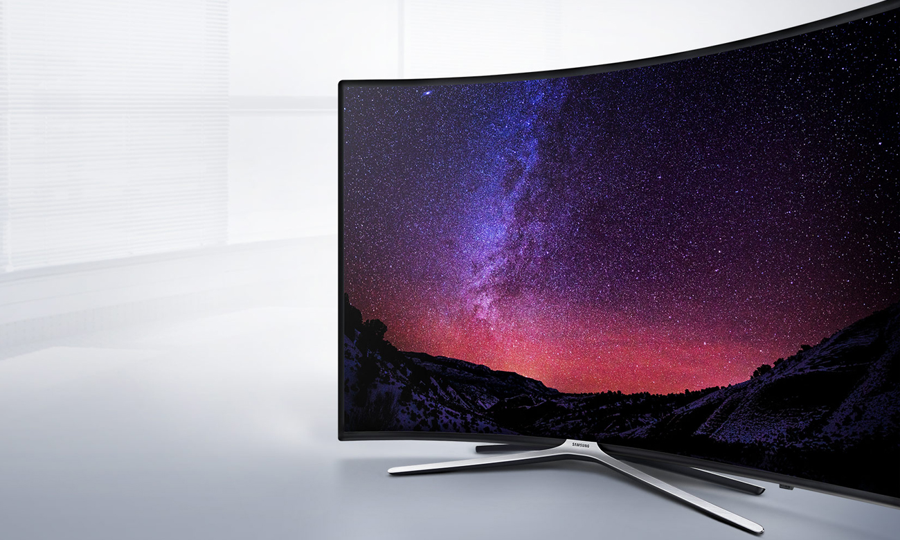 Czarna ramka, metaliczna podstawa telewizora Samsung UE55K6300