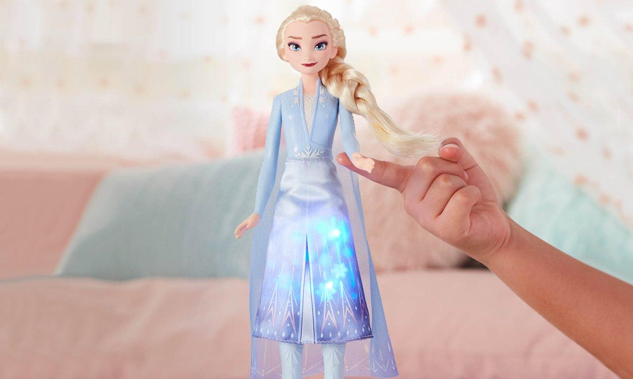 Hasbro Disney Frozen 2 Świecąca Elsa
