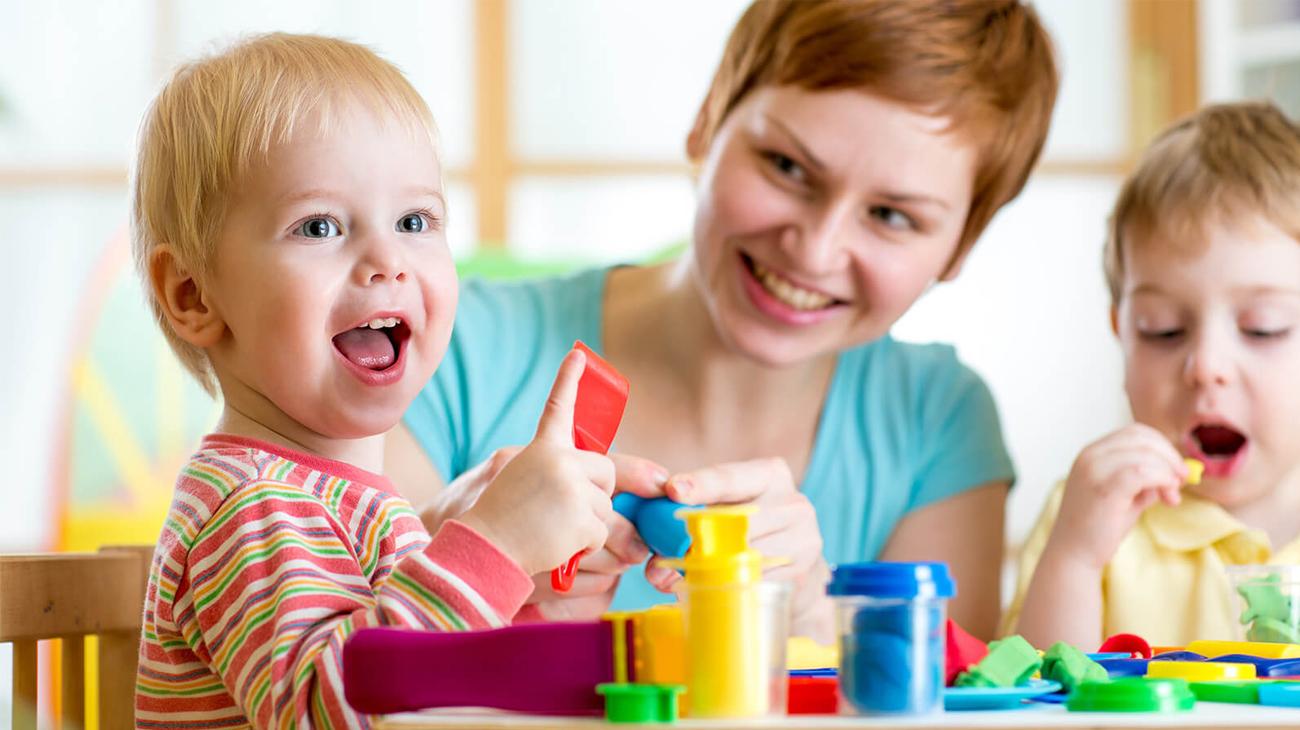 Zabawka plastyczna / kreatywna Play-Doh Fabryka Śmiechu B5554