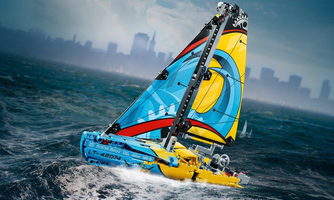 LEGO® Technic Jacht wyścigowy