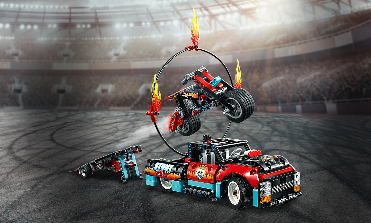 LEGO Technic Furgonetka i motocykl kaskaderski