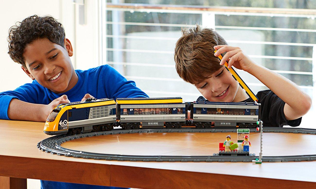 lego zdalnie sterowany pociąg