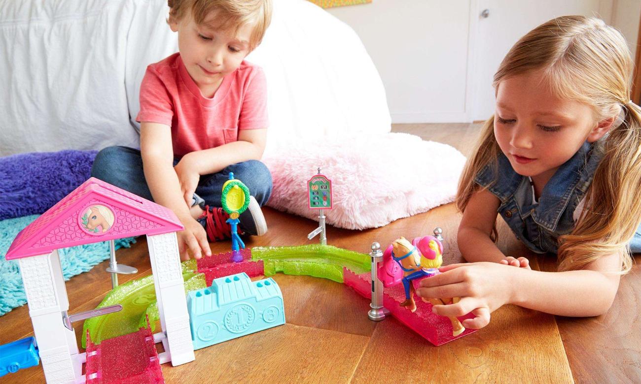 Mattel Barbie On The Go Zestaw Wyścig Kucyków z lalką