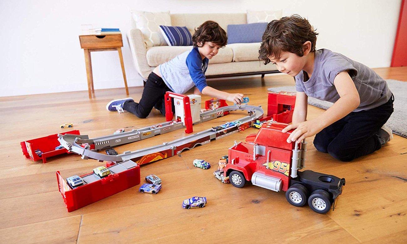 Mattel Disney Cars Mega Maniek transformujący się