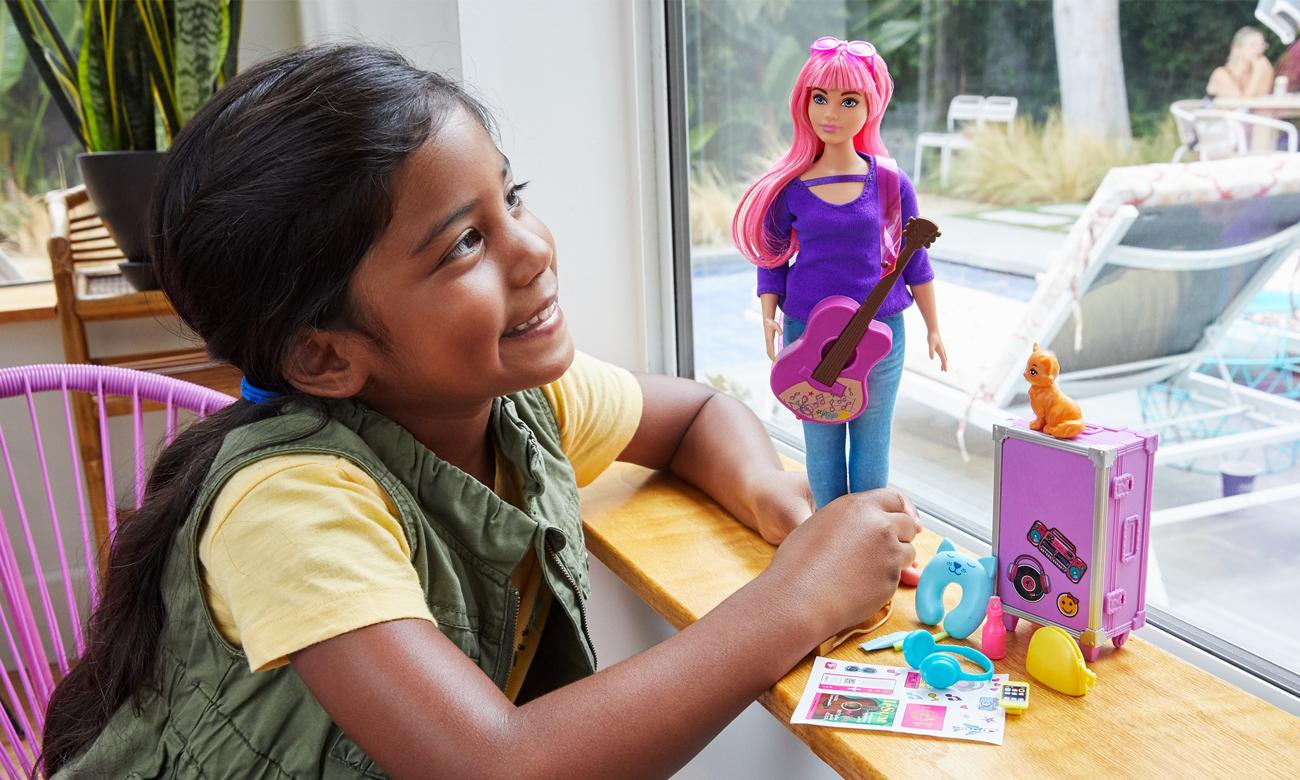 Mattel Barbie Daisy w podróży Lalka