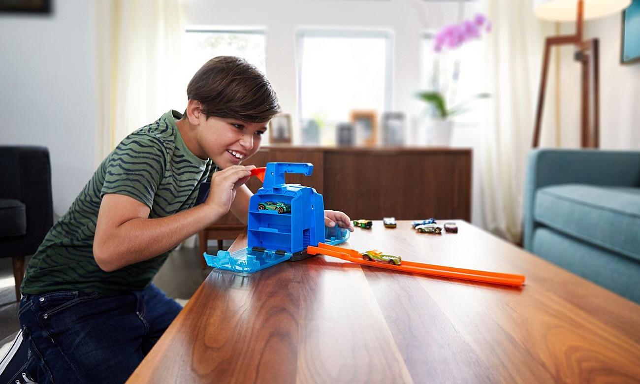 Mattel Hot Wheels Track Builder Wyrzutnia Walizeczka