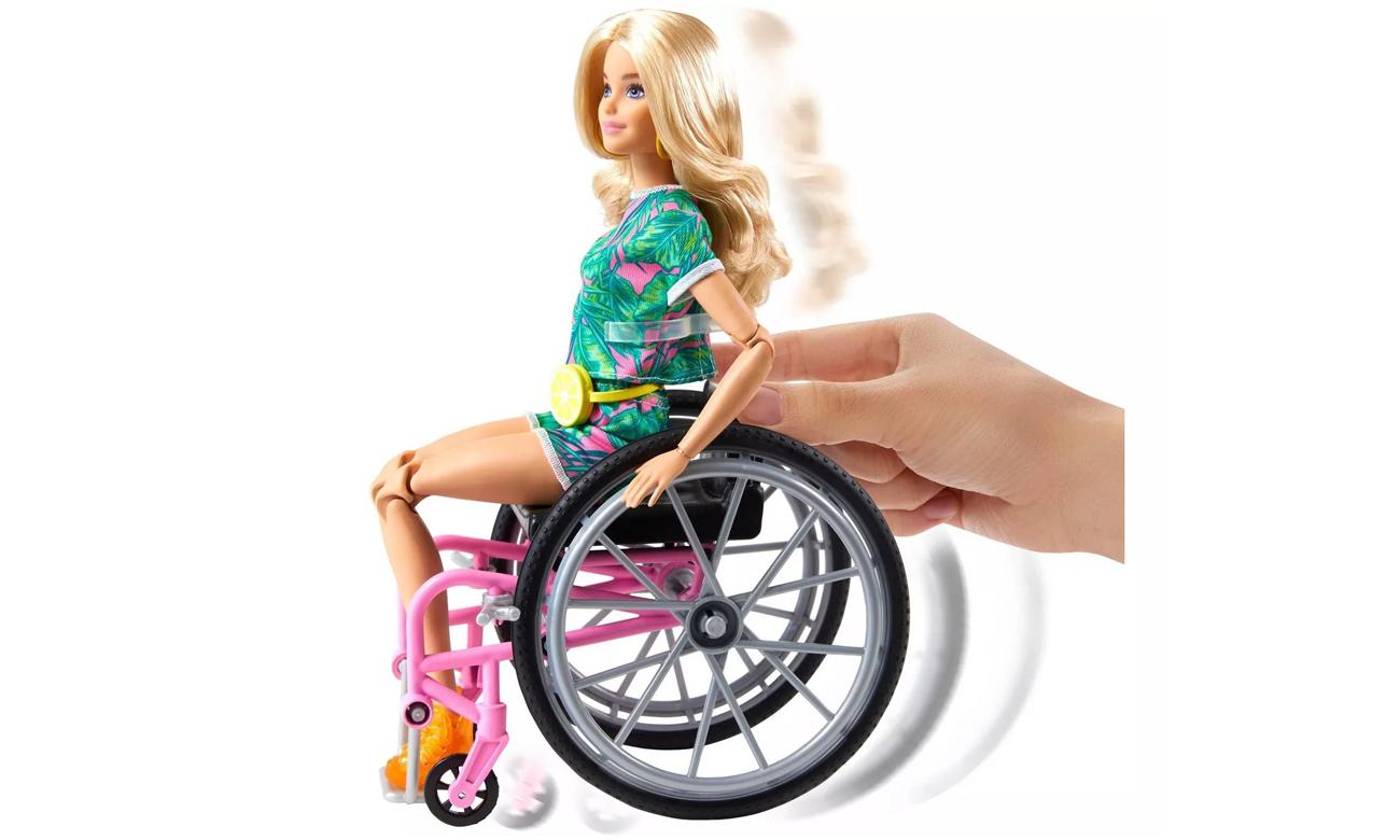 lalka barbie na wózku inwalidzkim