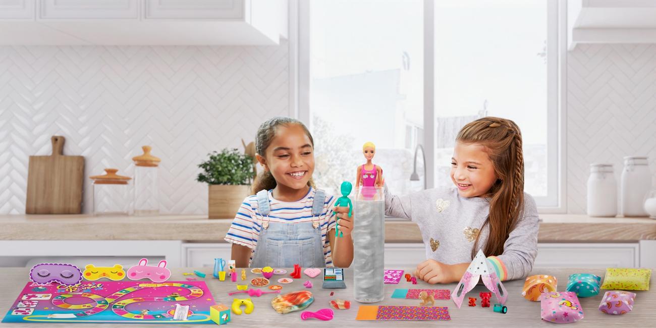 Mattel Barbie Color Reveal Piżamowe Party +50 akcesoriów